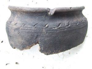 earthenware_fragment_01_kyiv_poshtova_square_archeological_excavations_july2015_-dscf3204